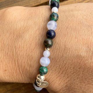 bégaiement bracelet pierres